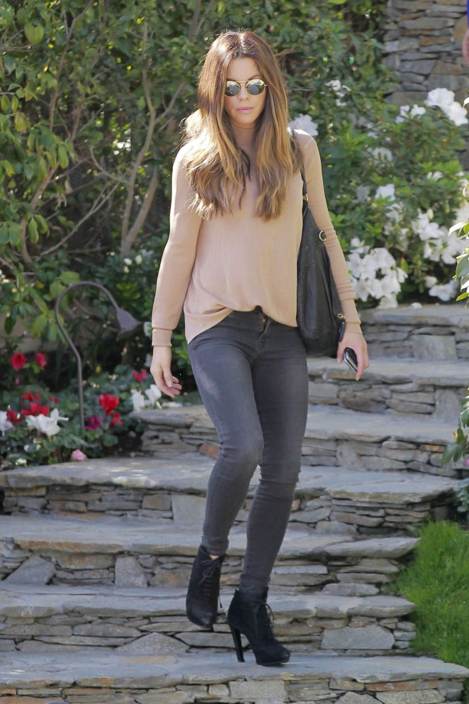 Kate Beckinsale in Tight Jeans -10