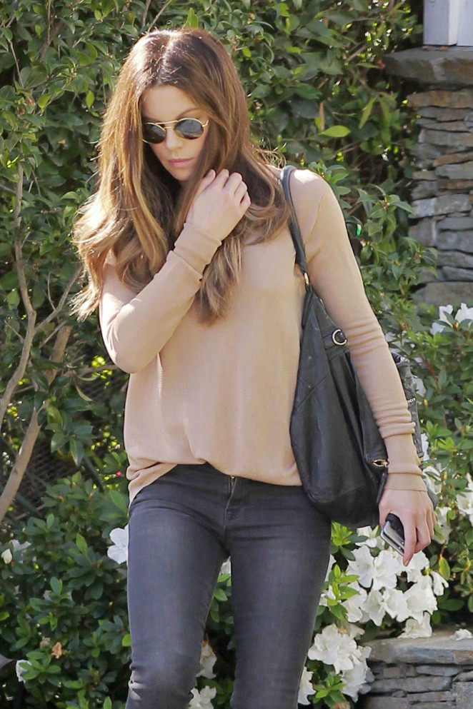 Kate Beckinsale in Tight Jeans -11