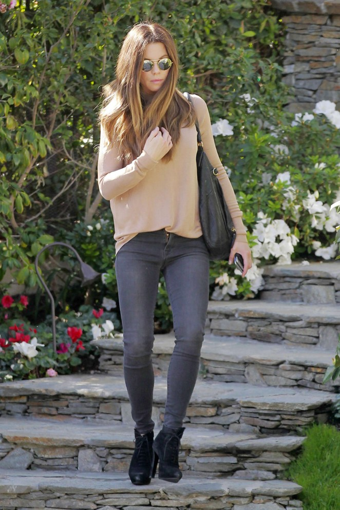 Kate Beckinsale in Tight Jeans -15