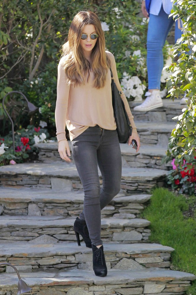 Kate Beckinsale in Tight Jeans -16
