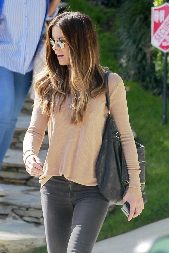 Kate Beckinsale in Tight Jeans -19