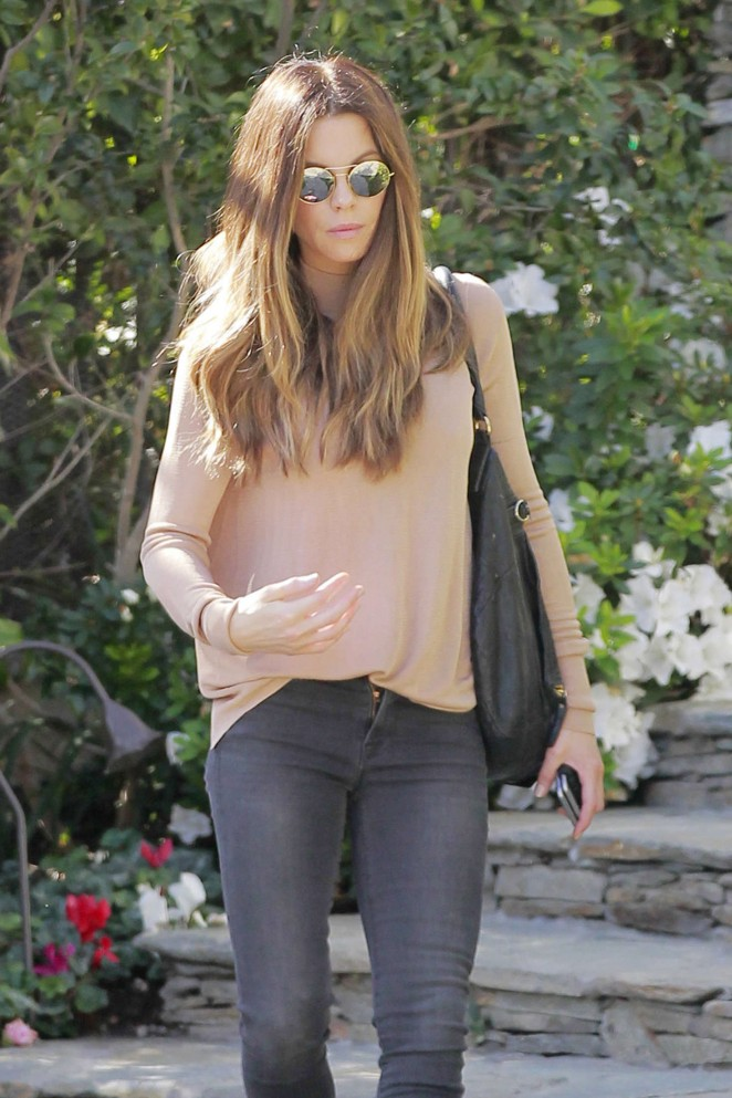 Kate Beckinsale in Tight Jeans -20