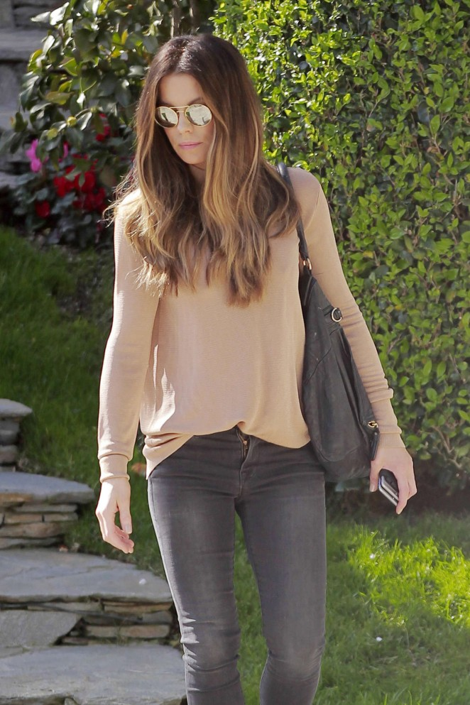 Kate Beckinsale in Tight Jeans -22