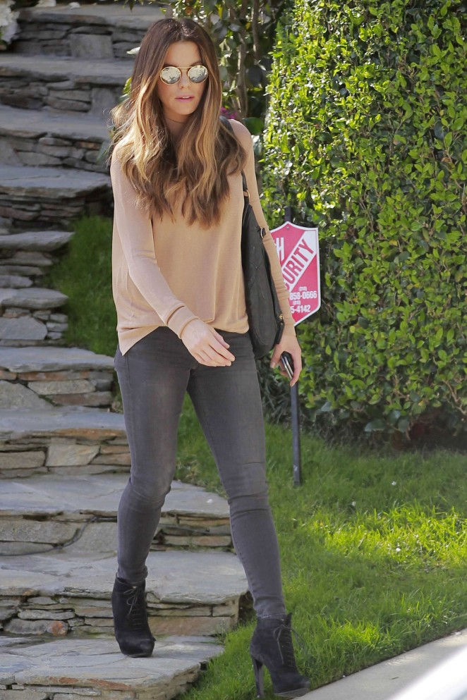 Kate Beckinsale in Tight Jeans -25