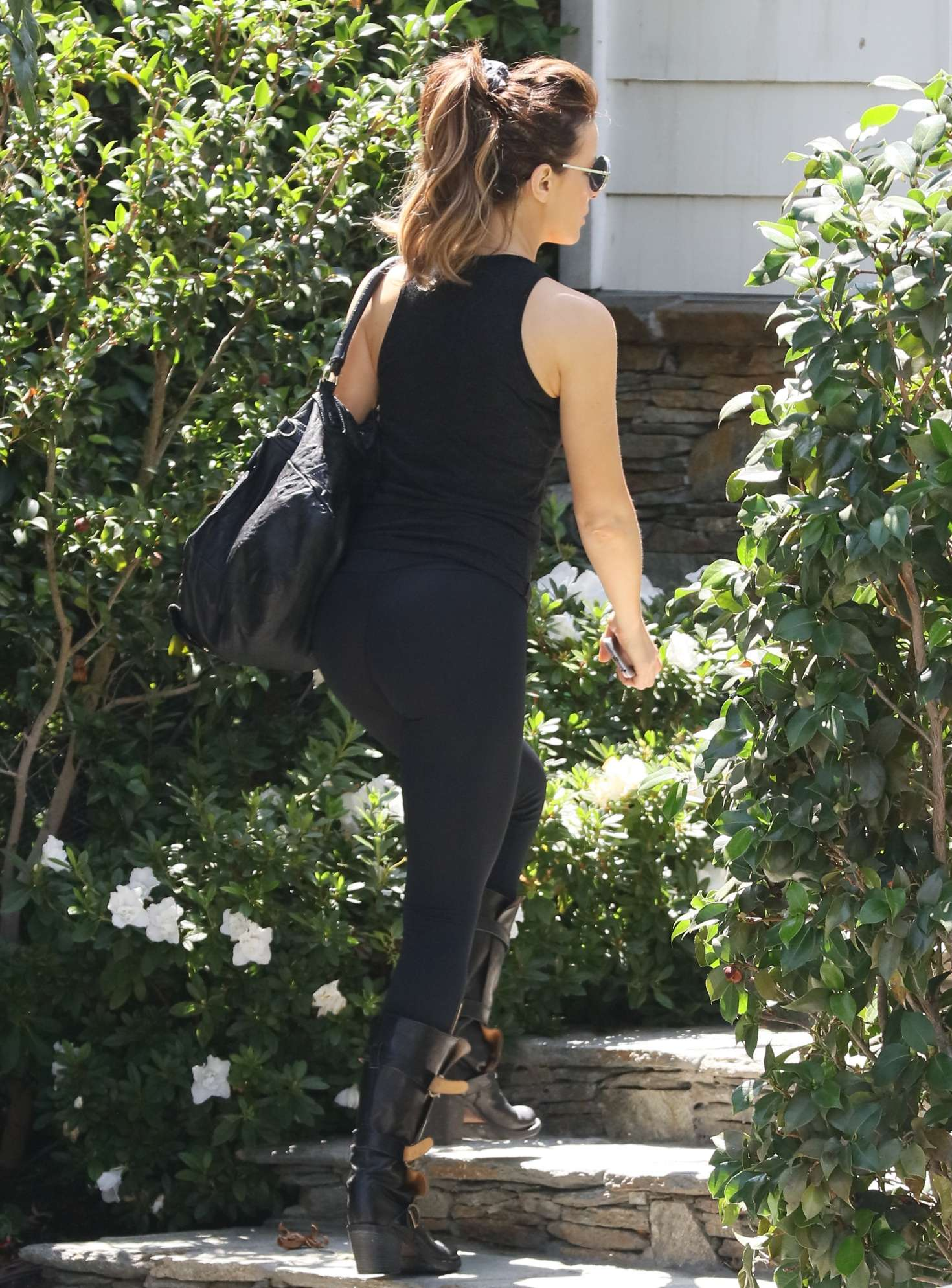 Kate Beckinsale In Yoga Pants 03 Gotceleb