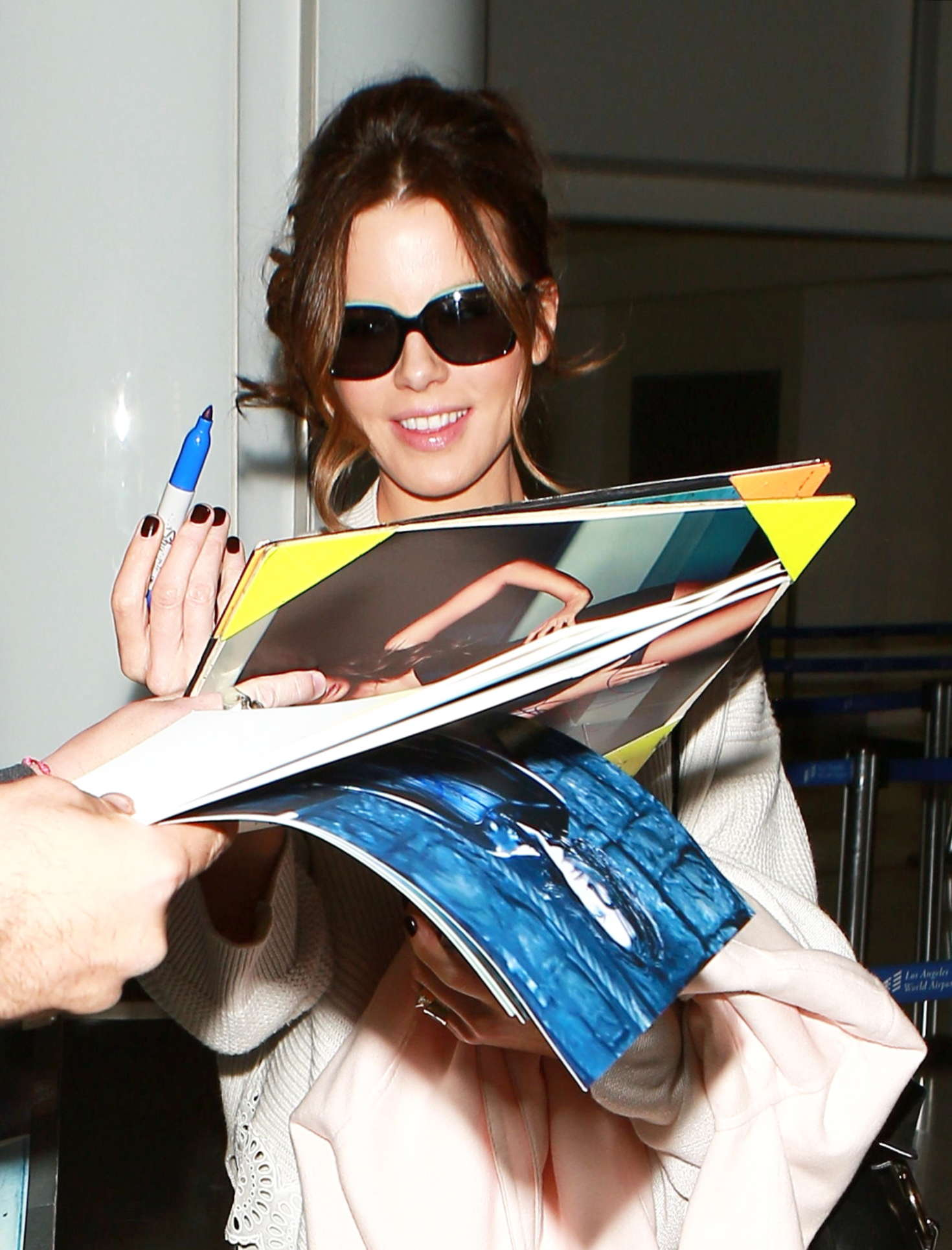 Kate Beckinsale - LAX Airport in Los Angeles