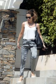 Kate Beckinsale - Leaving her home in Los Angeles