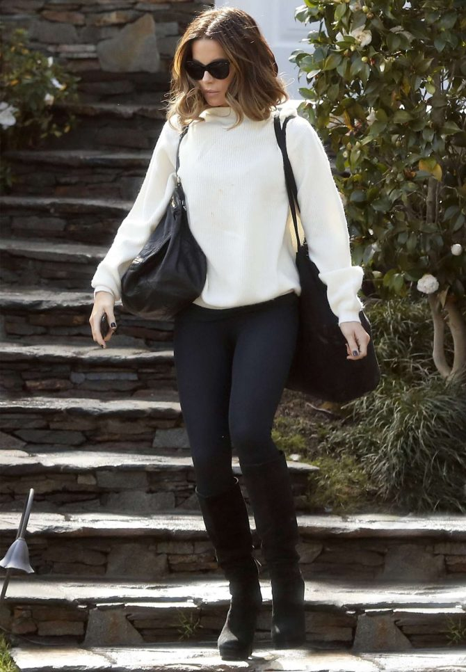 Kate Beckinsale – Leaving her house in Los Angeles