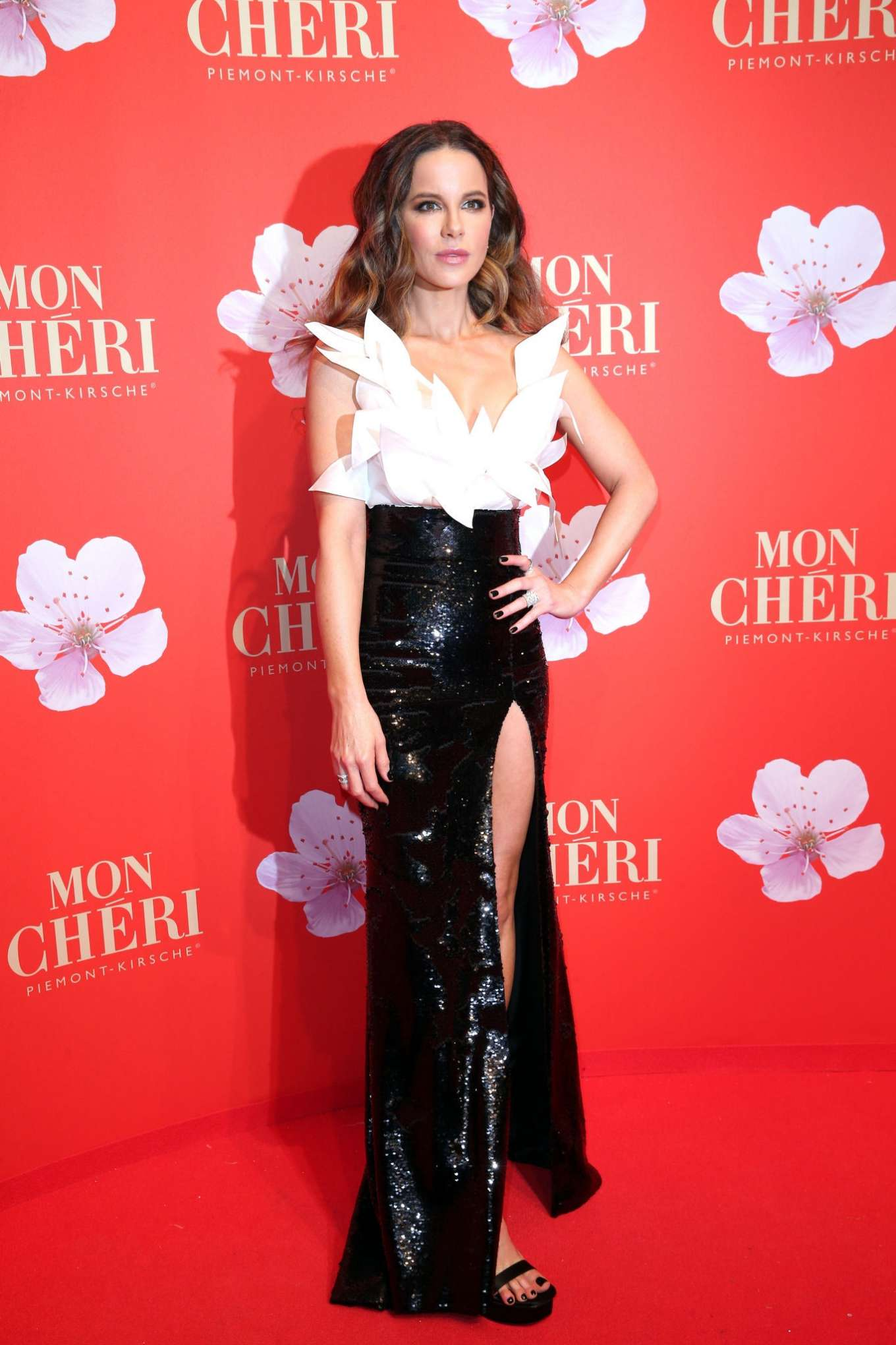 Kate Beckinsale 2019 : Kate Beckinsale – Mon Cheri Hosts Barbara Tag-05