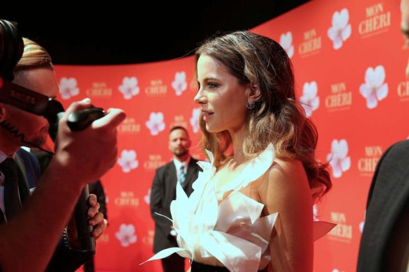 Kate Beckinsale 2019 : Kate Beckinsale – Mon Cheri Hosts Barbara Tag-07
