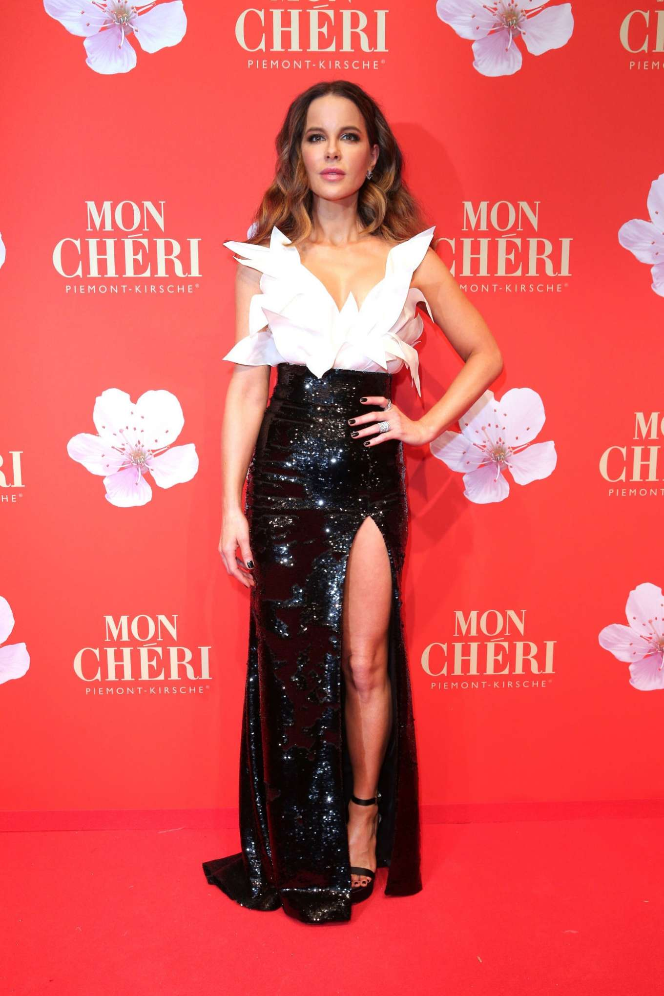 Kate Beckinsale 2019 : Kate Beckinsale – Mon Cheri Hosts Barbara Tag-08