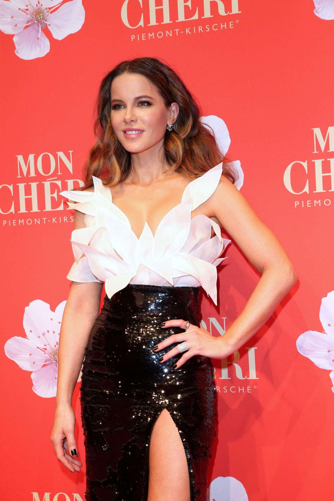 Kate Beckinsale 2019 : Kate Beckinsale – Mon Cheri Hosts Barbara Tag-10