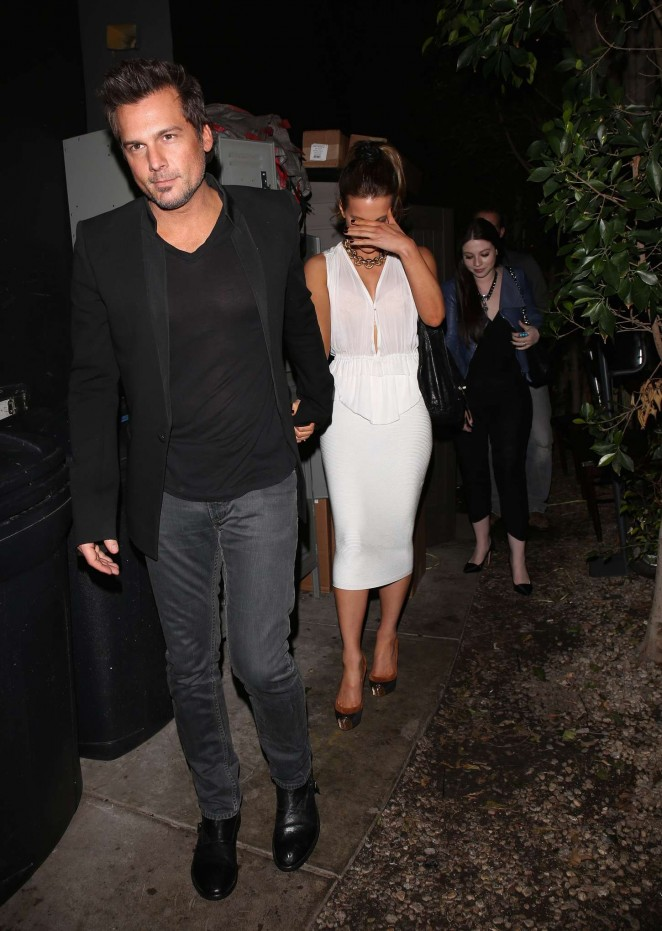 Kate Beckinsale in Tight White Dress -06
