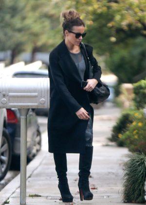 Kate Beckinsale - Returns home in Los Angeles