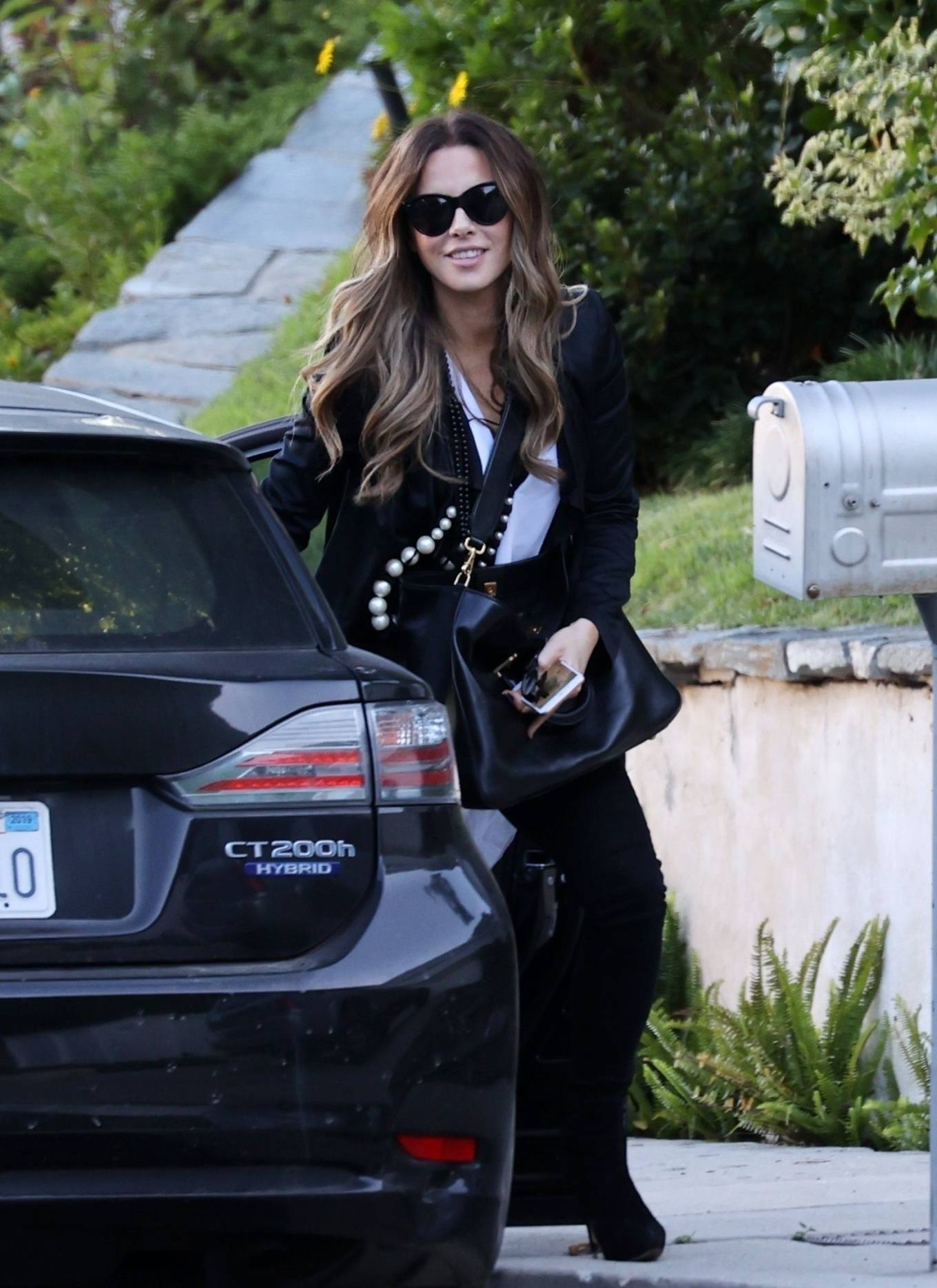 Kate Beckinsale - Running errands together in Pacific Palisades