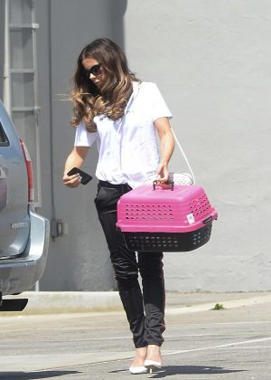 Kate Beckinsale - Takes her cat to work at the Smashbox studios in LA