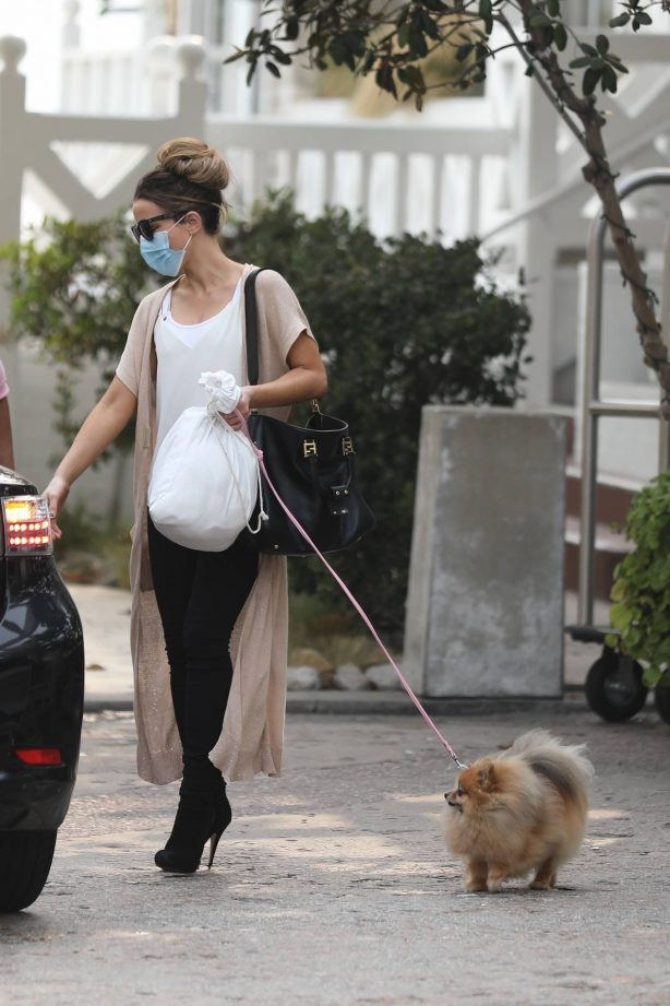 Kate Beckinsale - takes her dog out in Santa Monica