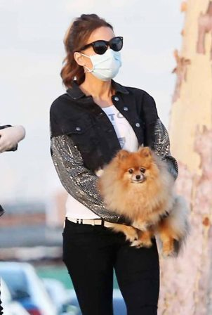 Kate Beckinsale - Walking her dog in Malibu