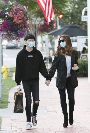 Kate Beckinsale with Goody Grace - Out in Palisades