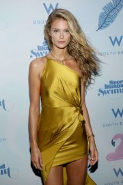 Kate Bock - 2019 Sports Illustrated Swimsuit Runway Show in Miami