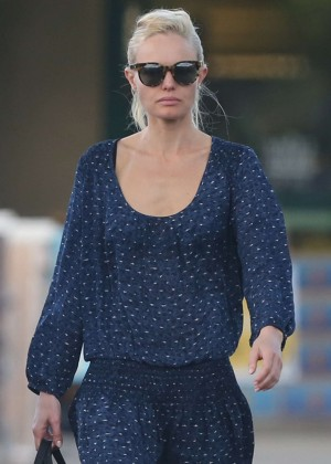 Kate Bosworth Shopping in Hawaii