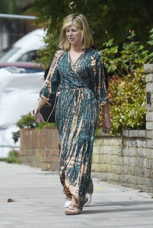 Kate Garraway - Shopping candids in London