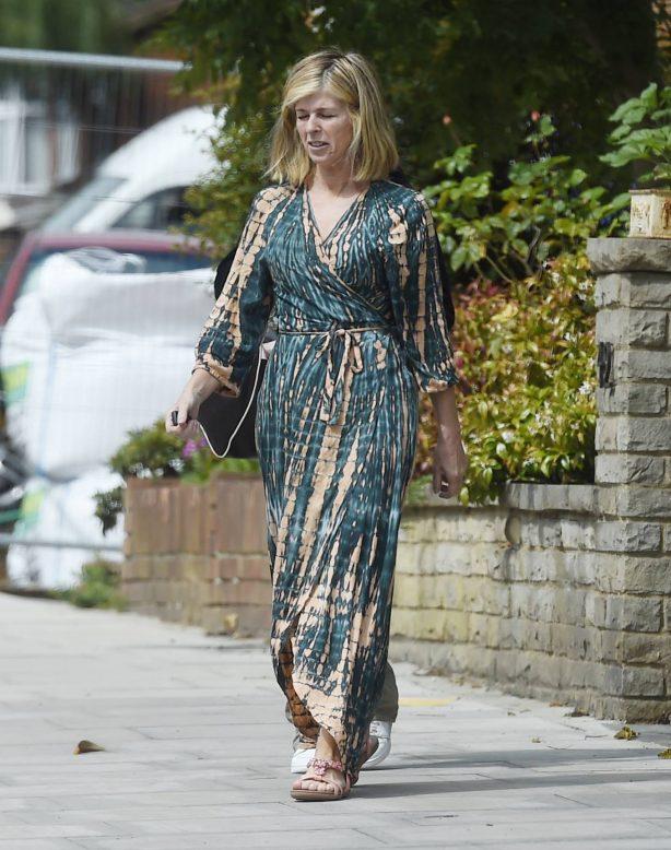 Kate Garraway - Shopping candids in London