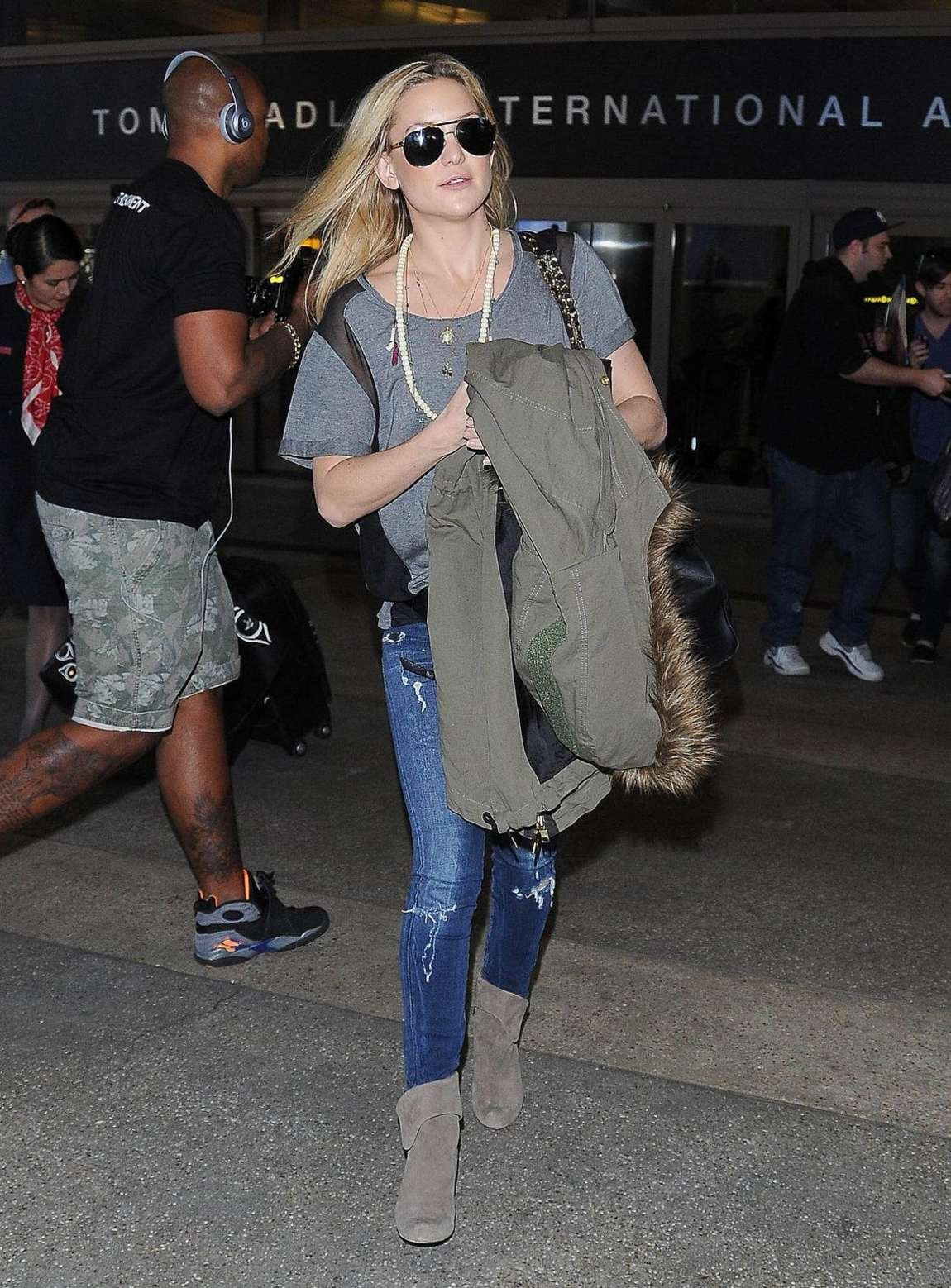 Kate Hudson in Jeans Arrive at LAX Airport in LA