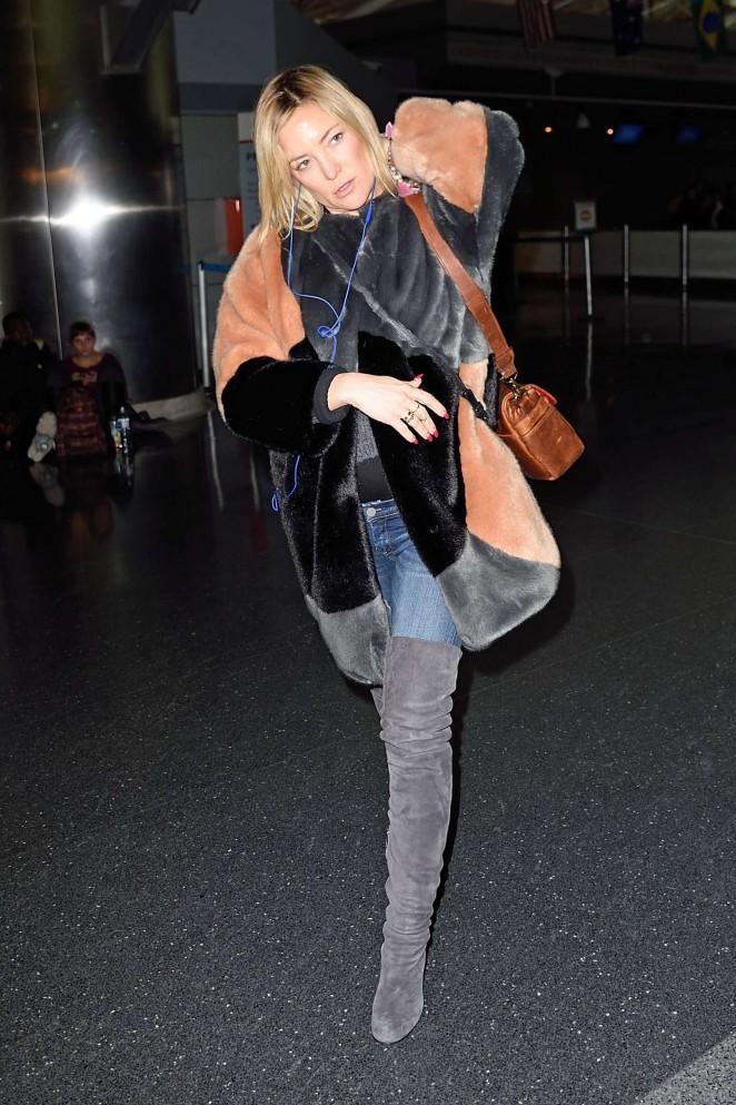 Kate Hudson: Arrives at JFK Airport -03