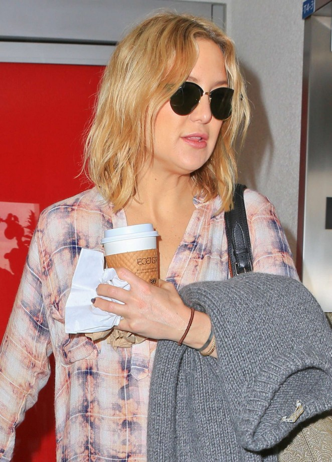 Kate Hudson – Arrives at LAX Airport in LA