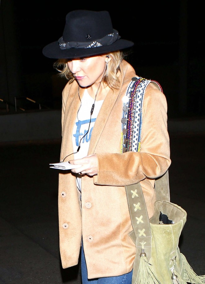Kate Hudson - Arrives at LAX Airport in Los Angeles