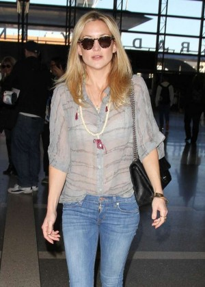 Kate Hudson in Jeans at Los Angeles International Airport