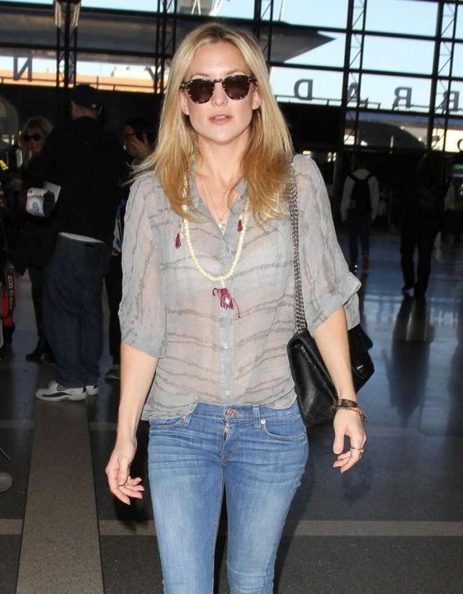 Kate Hudson – Arrives at Los Angeles International Airport