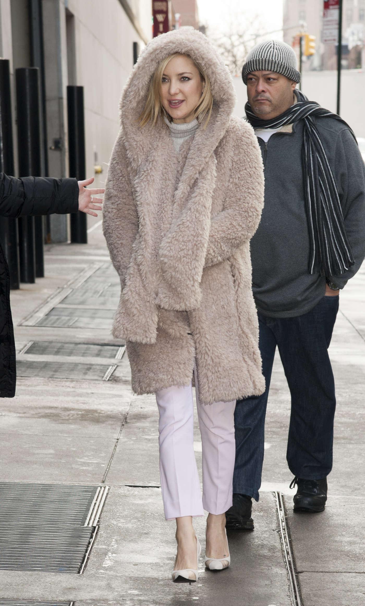 Kate Hudson Arrives to Regal Cinema 13 for 'Kung-Fu Panda 3' Screening in New York