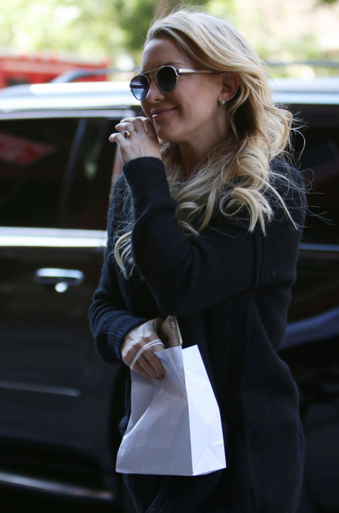 Kate Hudson – Arriving at her hotel in New York