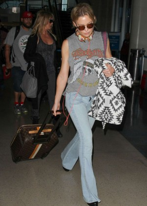 Kate Hudson in Jeans at LAX in LA