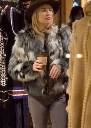 Kate Hudson at Aspen women's clothing store Nuages