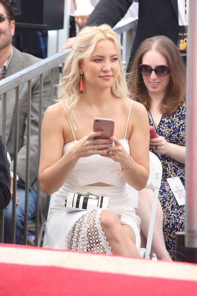 Kate Hudson at Goldie Hawn and Kurt Russells walk of fame ceremony -27
