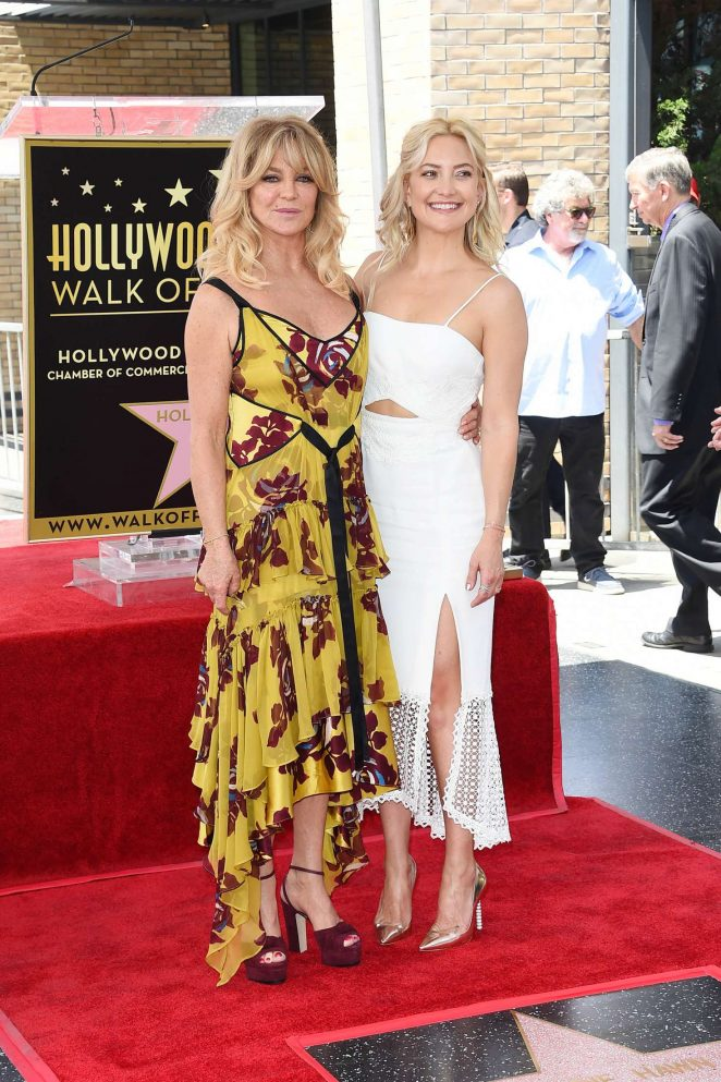 Kate Hudson at Goldie Hawn and Kurt Russells walk of fame ceremony -30