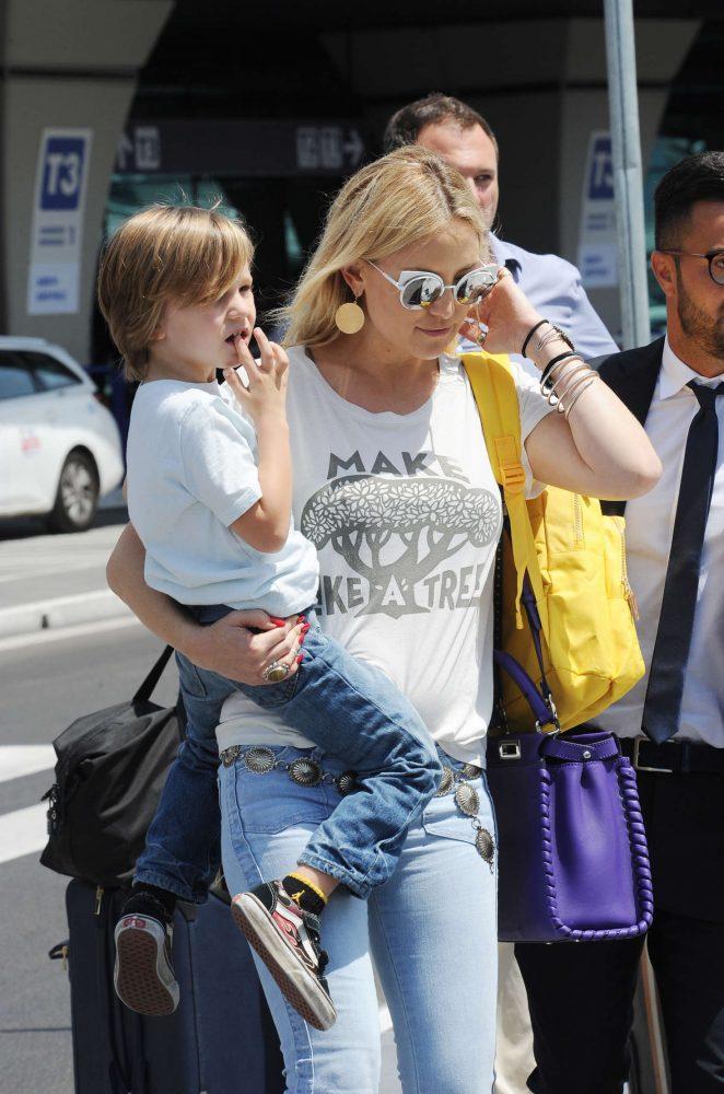 Kate Hudson at International Airport in Rome