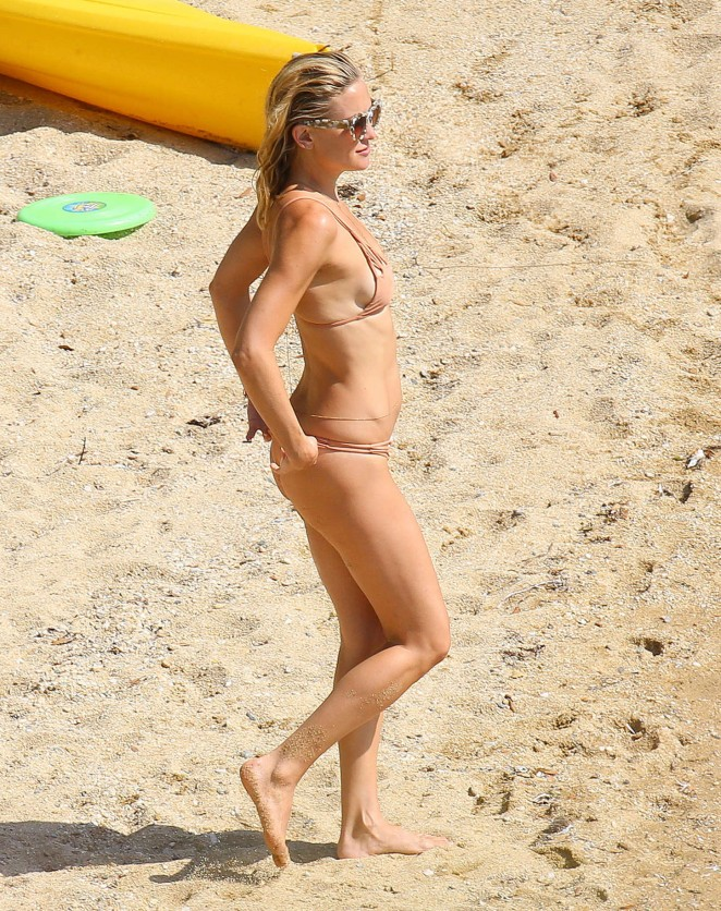 kate hudson candid bikini thong photos
