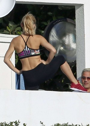 Kate Hudson - Fabletics Photoshoot in Malibu