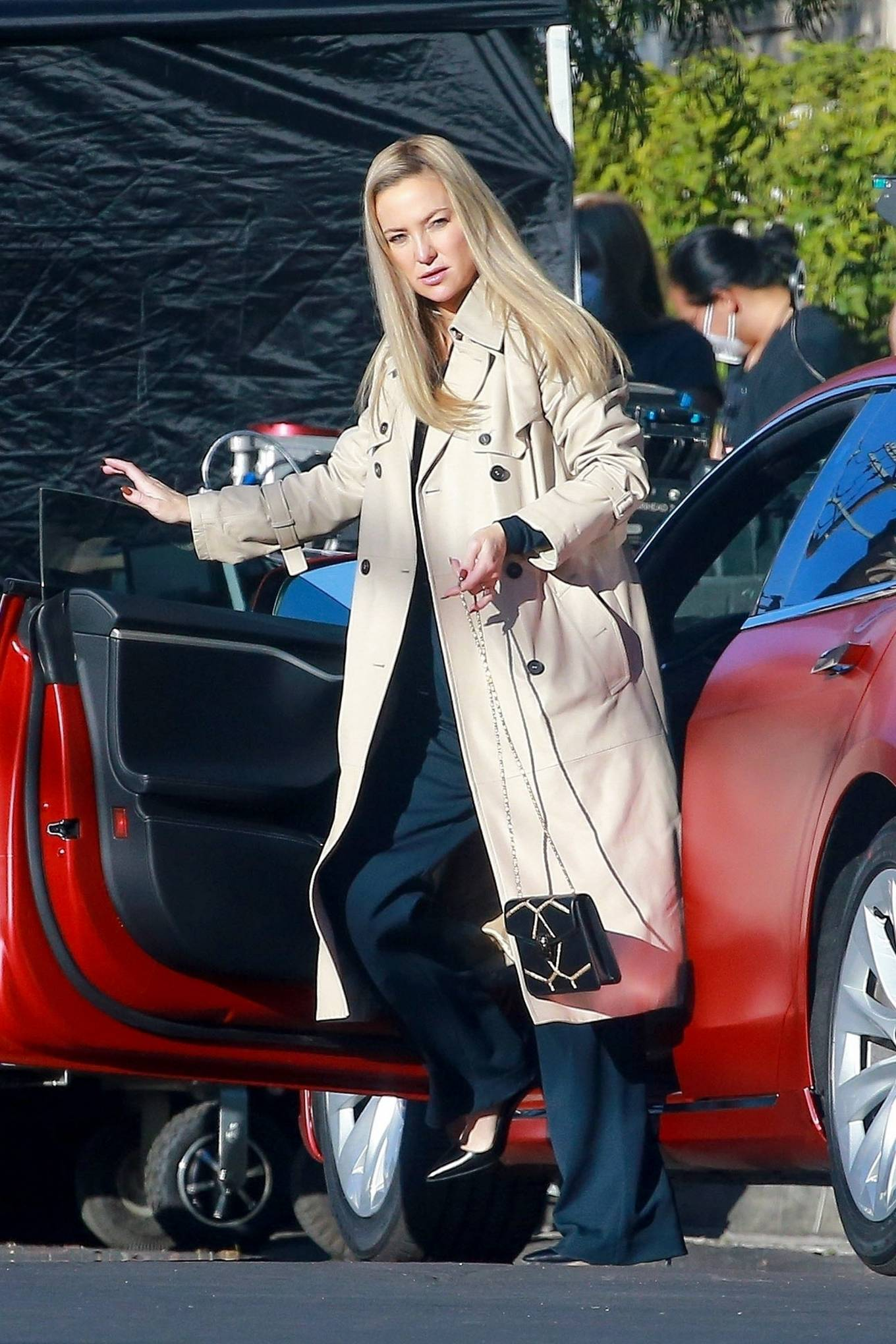 Kate Hudson - Filming 'Truth Be Told' set in Los Angeles