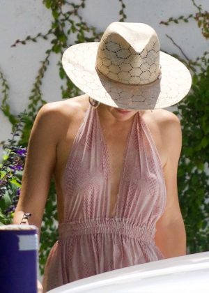 Kate Hudson goes for a spa treatment in Brentwood