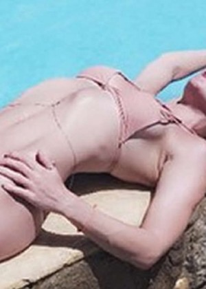 Kate Hudson in Bikini - Instagram