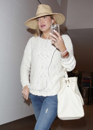 Kate Hudson in Jeans Arriving at LAX in Los Angeles