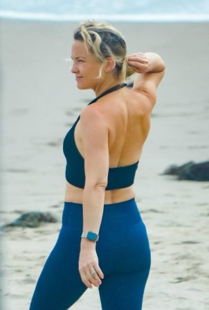 Kate Hudson in Leggings on the beach in Malibu