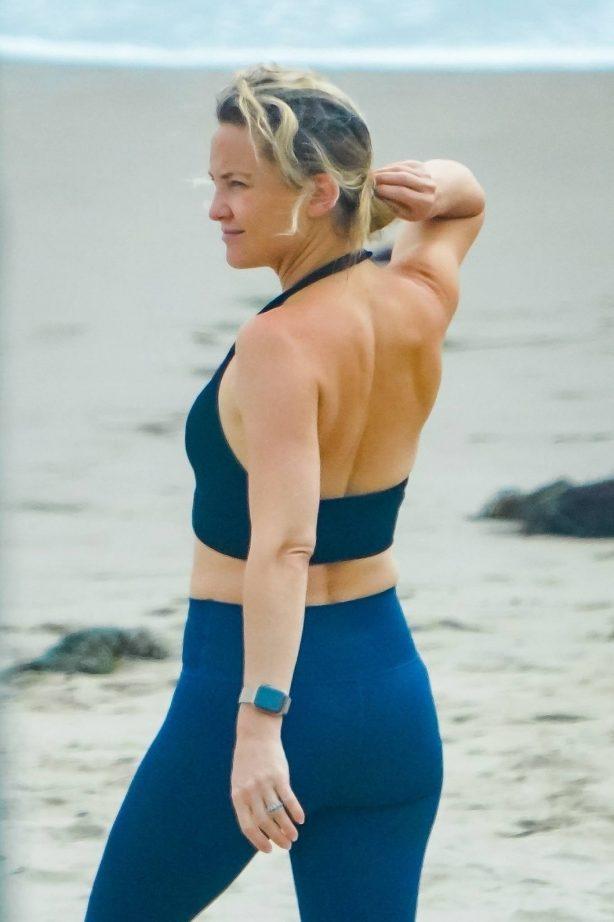 Kate Hudson in Leggings on the beach in Malibu