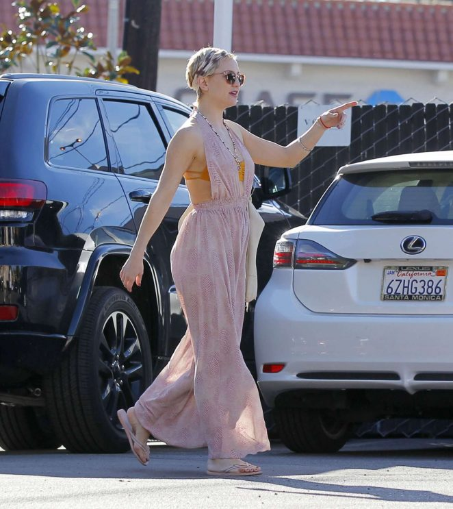 Kate Hudson in Long Dress with Danny Fujikawa - Shopping in Brentwood