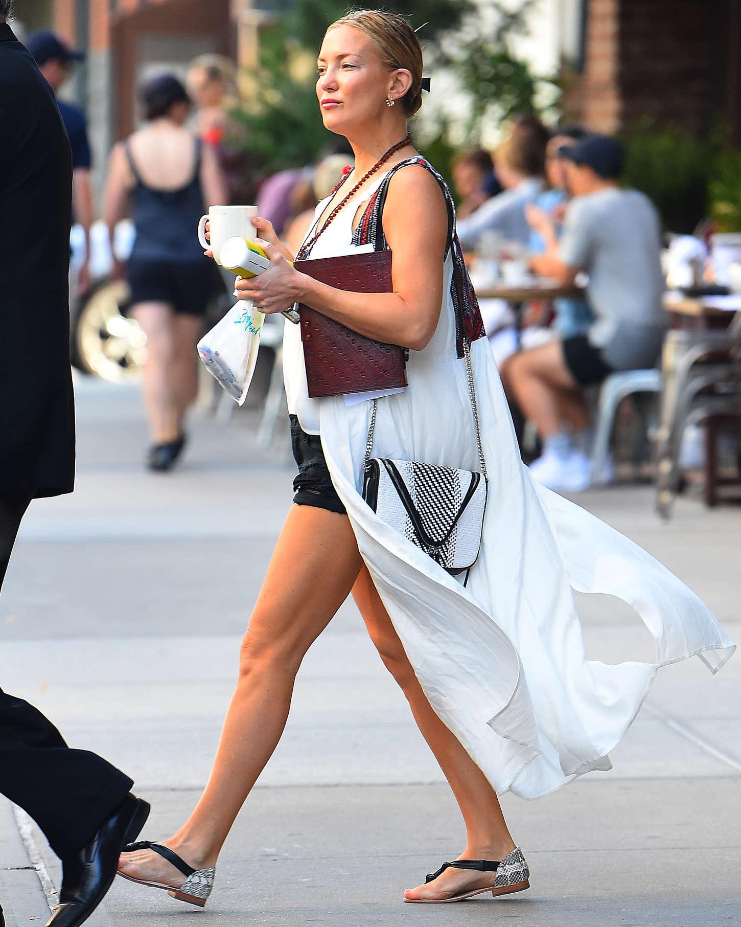 Kate Hudson 2015 : Kate Hudson Leggy in Shorts -09